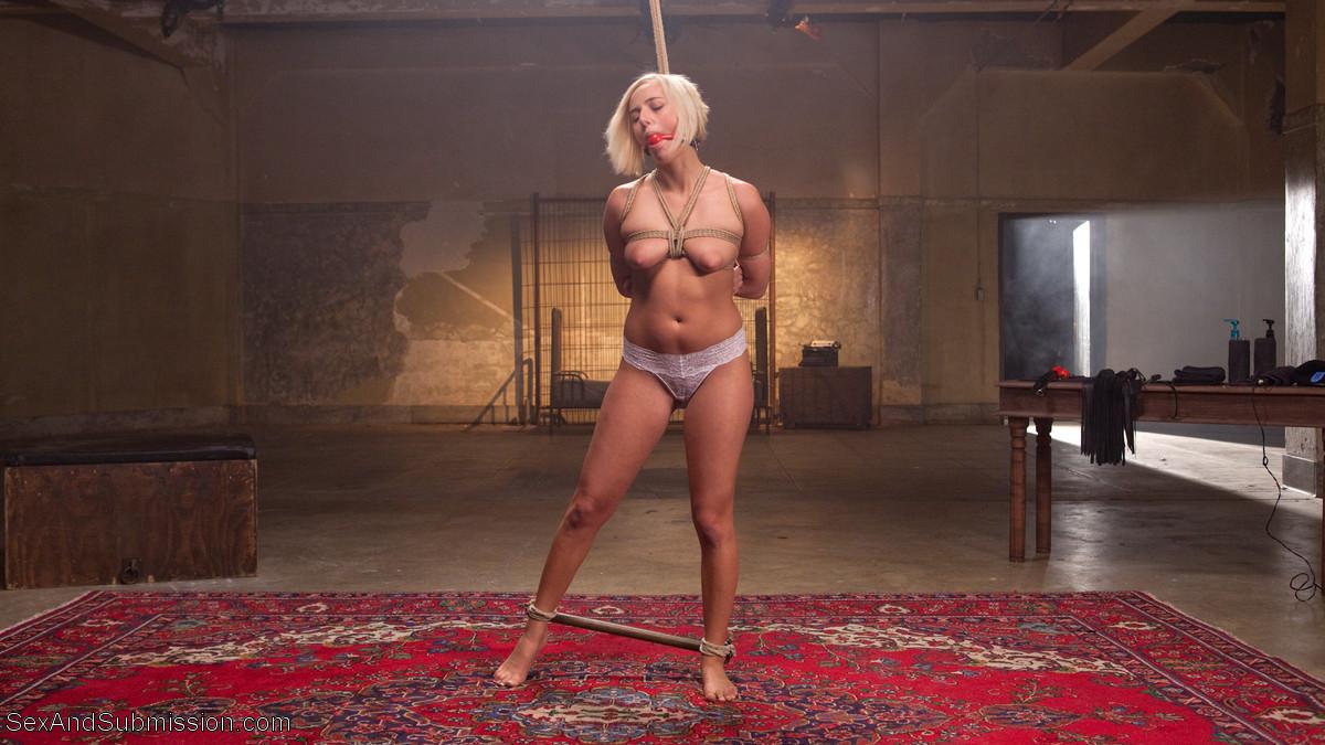 Кэйт приходит освобождать юношу из тюрьмы, а он устраивает ей отличный порнуха с жесткими приемами