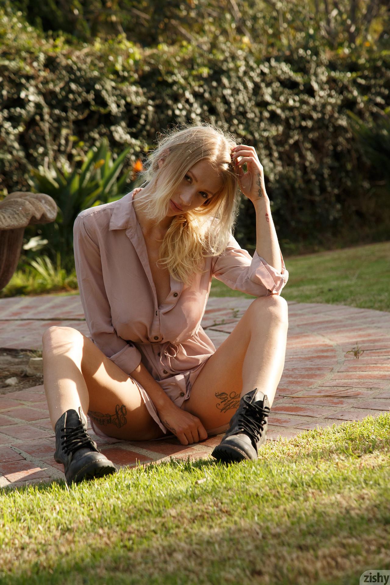 Возбужденная блондинистая Наташа