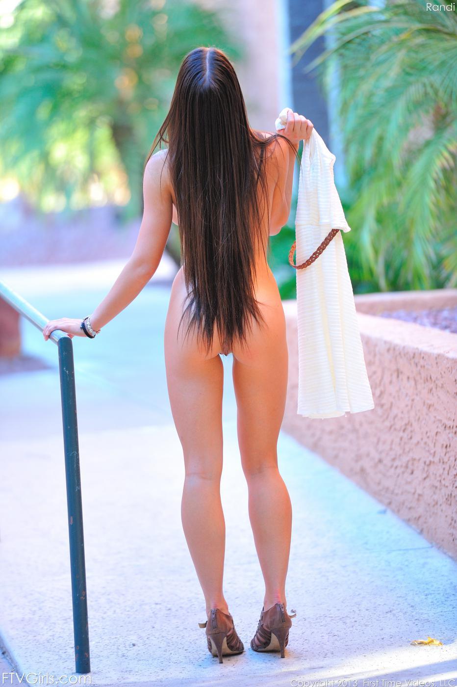 Русая порноактрисса Rahyndee James - безумно негодная девочка-подросток, которая не может дождаться момента, чтобы оголиться