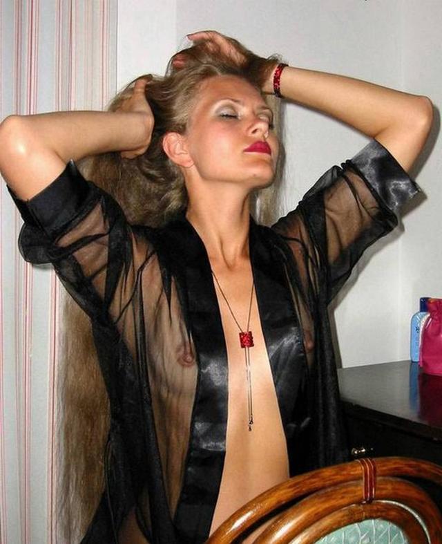 Любительская легкая обнаженка блондиночки