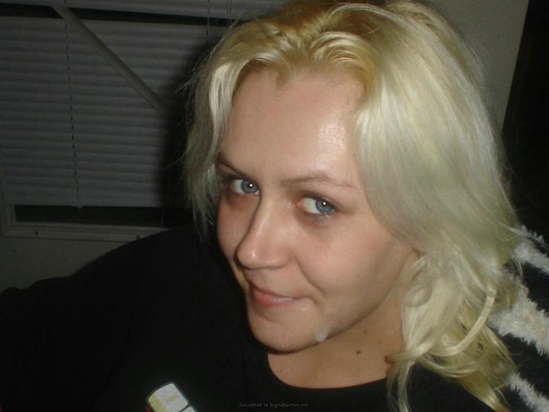 Личная подборка домашних интим снимков рокерши-блондинки