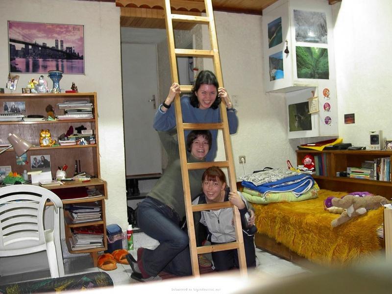 Три русских первокурсницы без юнцов обнажаются дома общаги