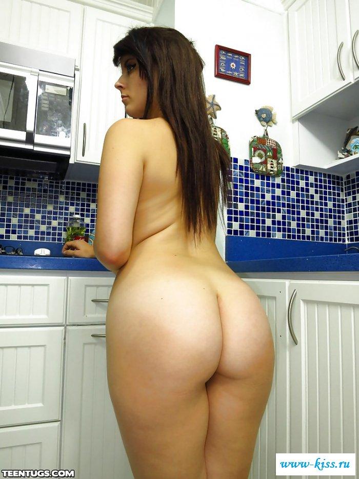 Голая Oxuanna Envy позабыла, зачем пришла на кухню