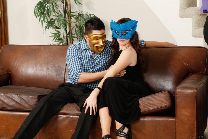 Горячие стройные давалки с удовольствием отдаются в рот, пизду и жопу в групповом сексе