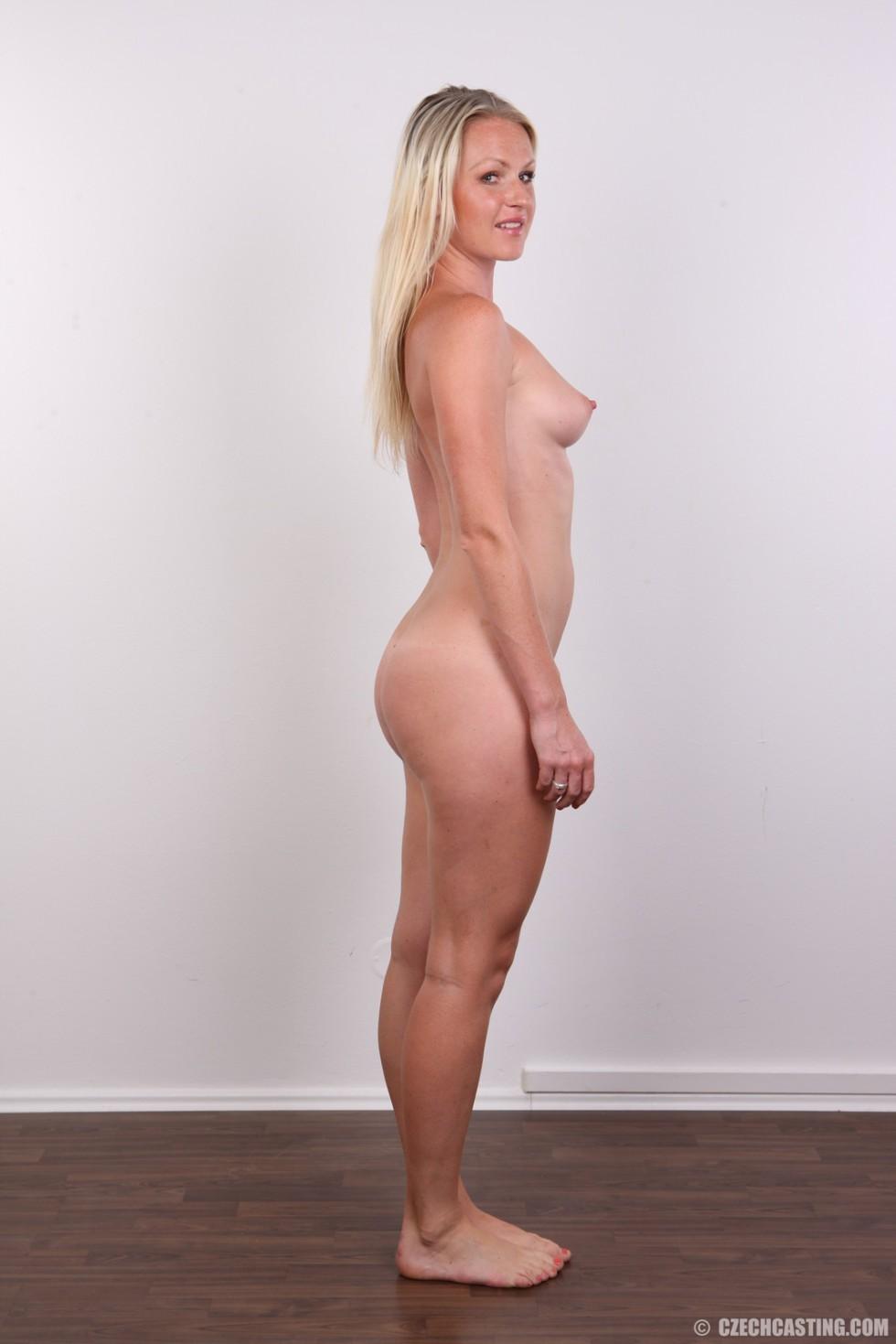 Кастинг заводной блондинки