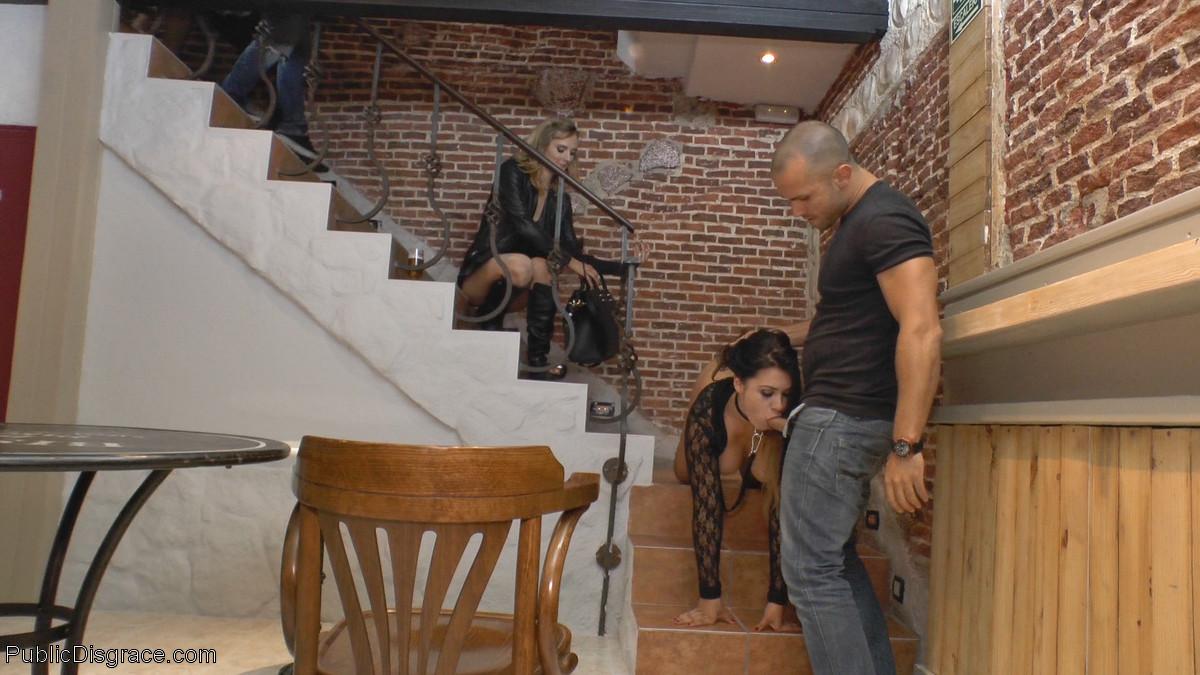 Соблазнительная Мона Вэйлес способна вытерпеть некоторые унижения и ощутить на себе мужской напор