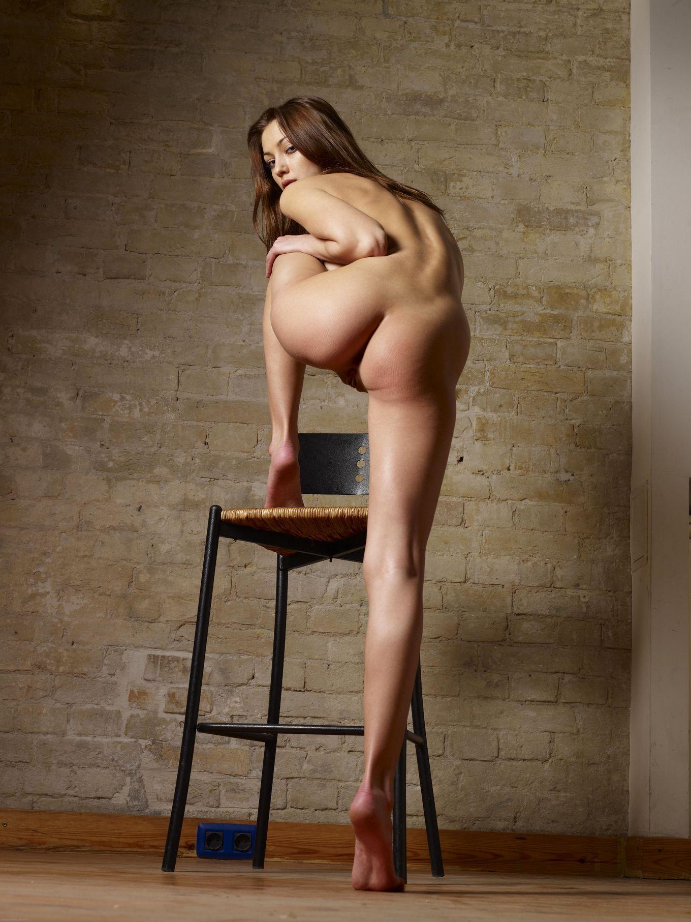 Милые супермодели с хорошенькими фигурами показывают свои прекрасные задницы