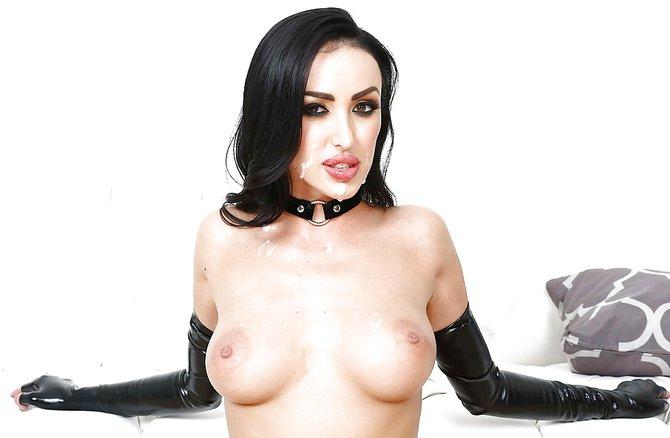 Госпожа вылизывает ствол нежного раба