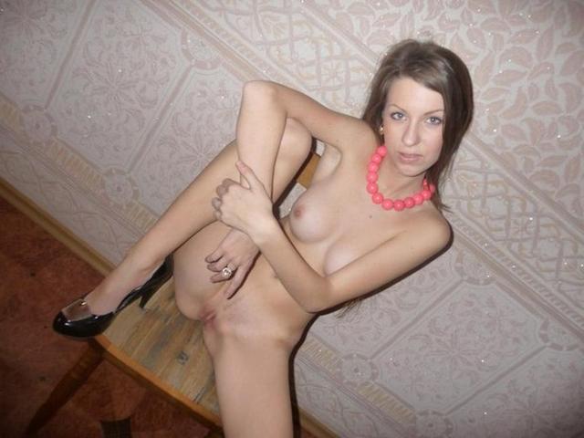 Юные куколки показывают симпатичные сраки и занимаются сексом в жопу