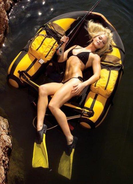 Супер модели с удочками на рыбалке