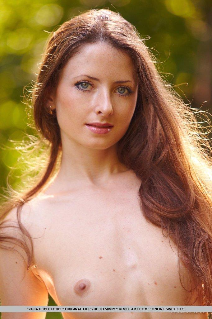 Вы потеряете дар речи от того как шикарно красоточка Sofia G выглядит голой на свежем воздухе