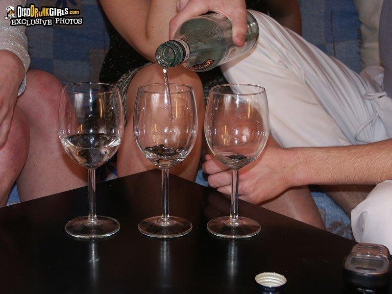 2е пьяные шалуньи перепихнулись с пацаном
