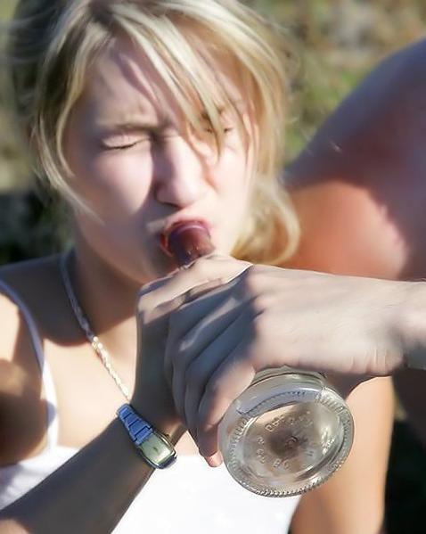 Напоили чувиху и трахнули ее в три фаллоса