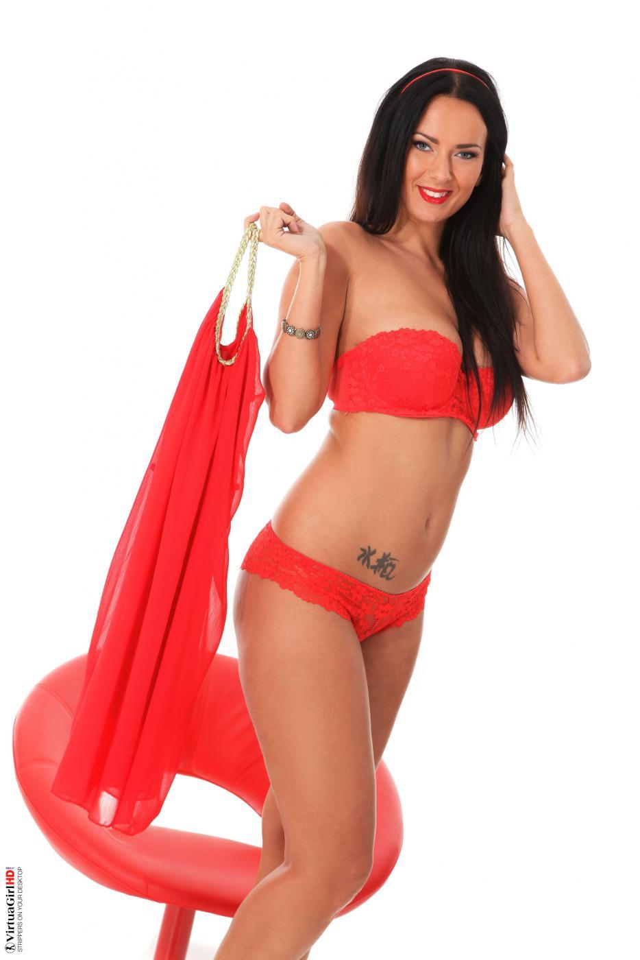 Это красное облегающее платье смотрится просто шикарно на этой шатенкой горячей супермодели - Lynette Virtuagirl