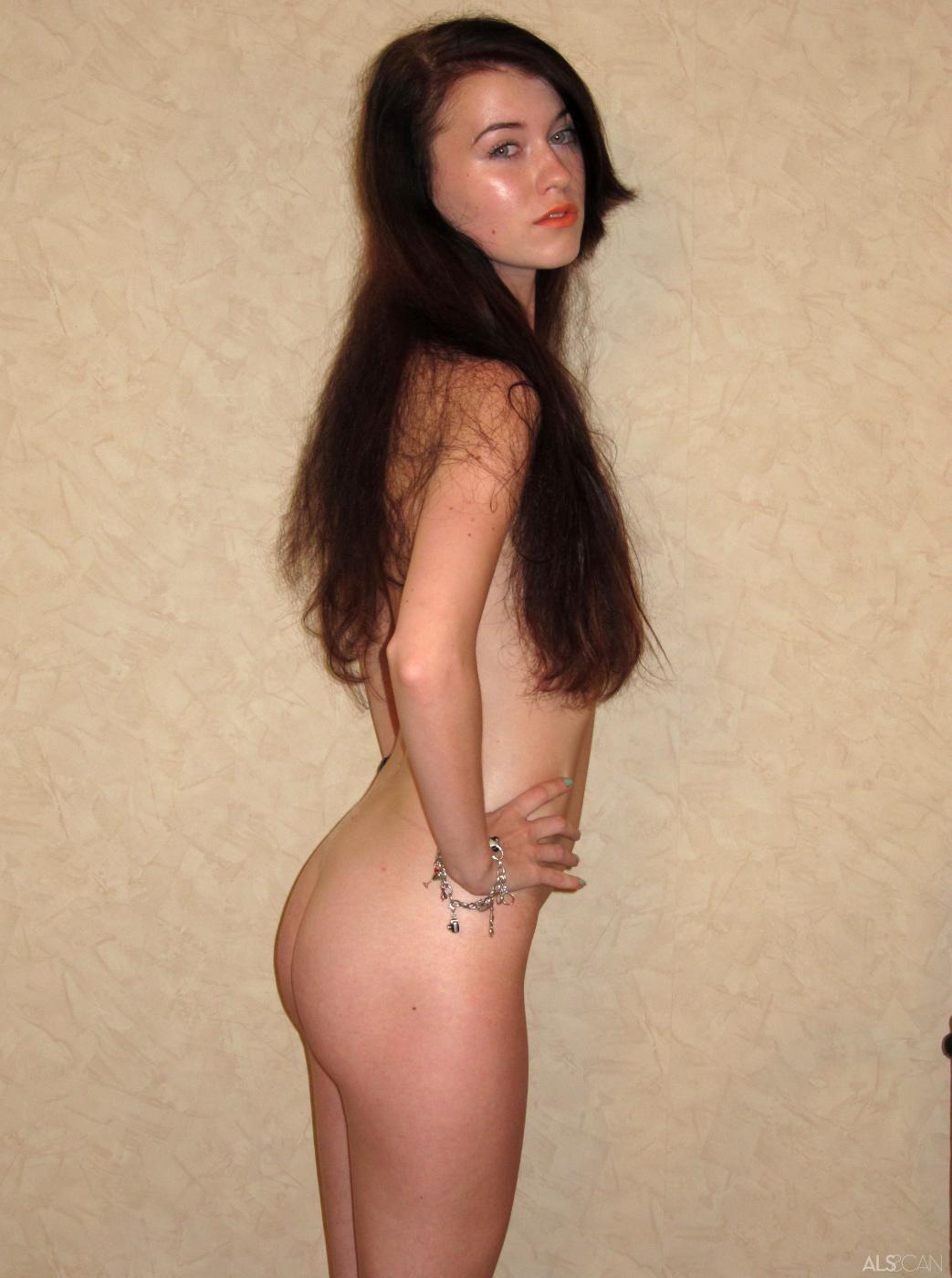 Красивая девочка-подросток Misha Cross снимает нижнее белье для фотосессии и агентом по кастингу