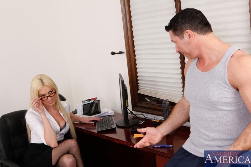 Сниматься в белье и готовиться к грубому сексу - вот что хочет Виктория Уайт
