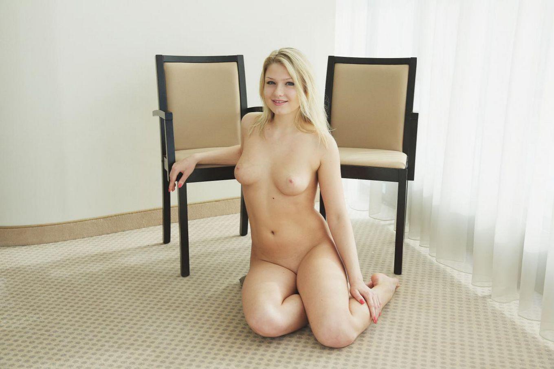 """""""Представляем Люси Харт"""" от Flora Топ-модель: Люси Харт MetArt порно фото"""