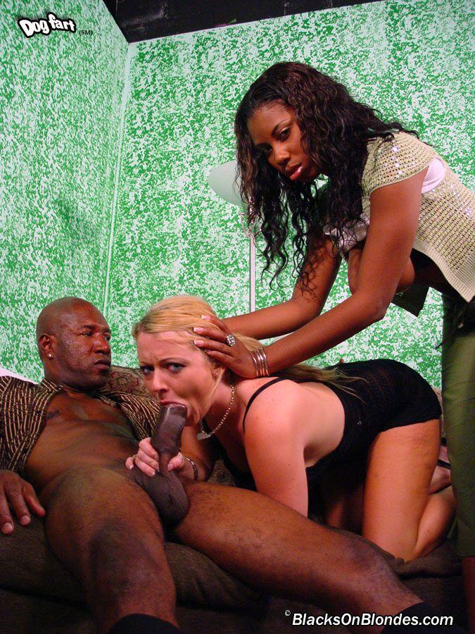 Софи Ди и жгучая шоколадка Кэндис Вон трахаются с африканцом
