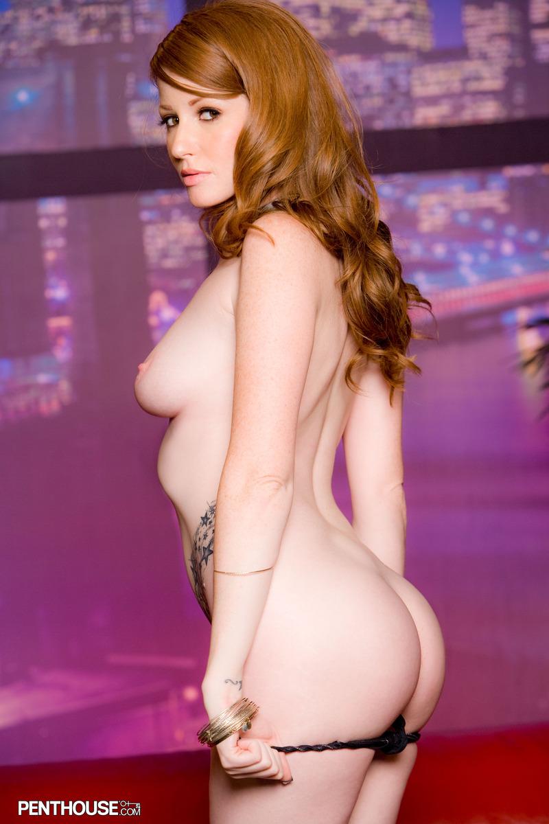 Рыженькая милашка Nikki Rhodes светит каждый сантиметр своего молочно-белого тела