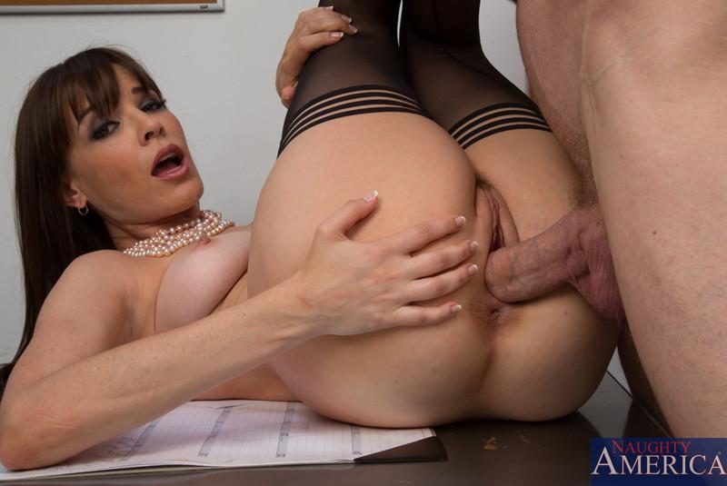 Яркая офисная работница Дана Деармонд занимается сексом и оказывается покрыта кончёй