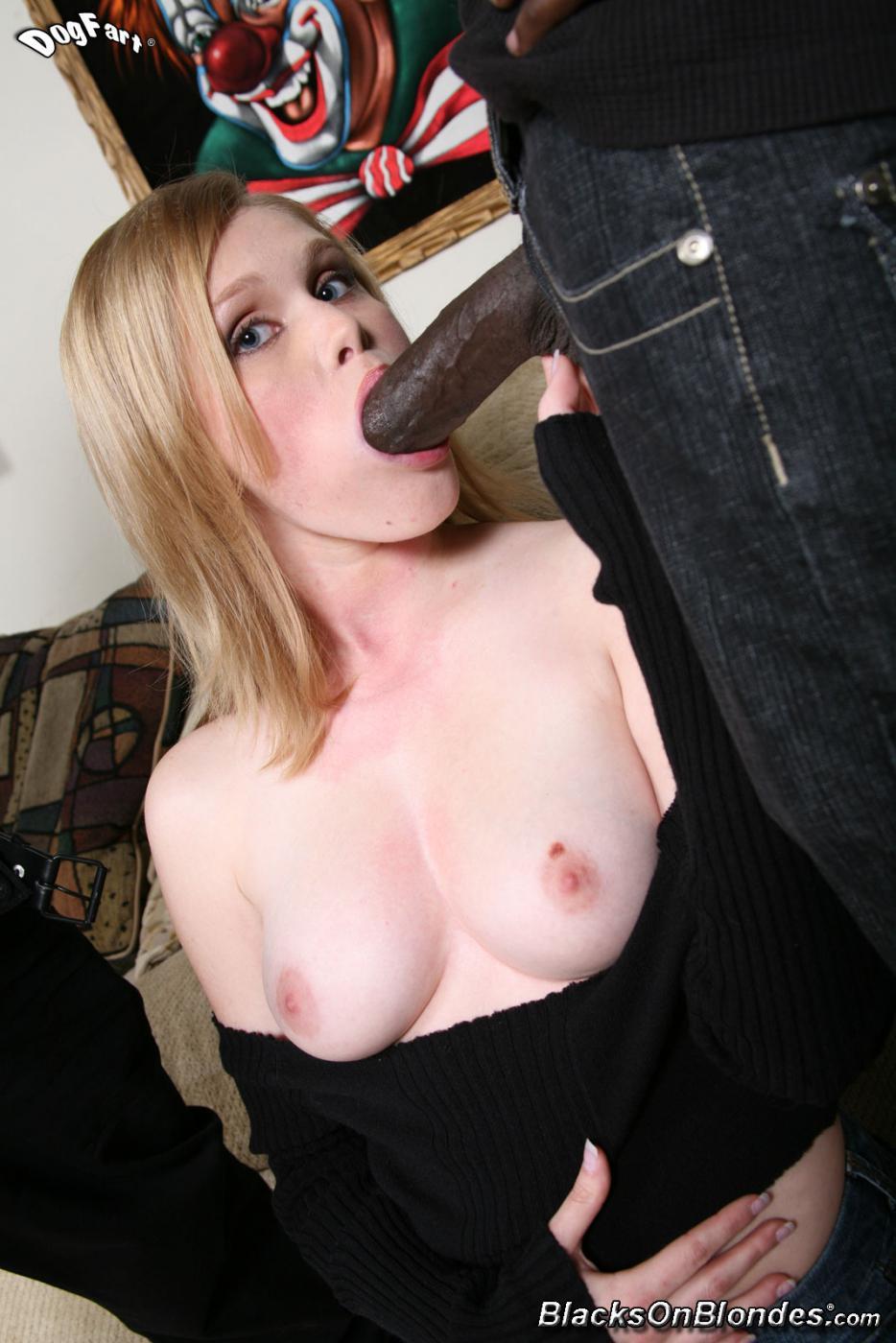 После жесткого порева и орального секса, все лицо Sindee Shay покрыли кончёй