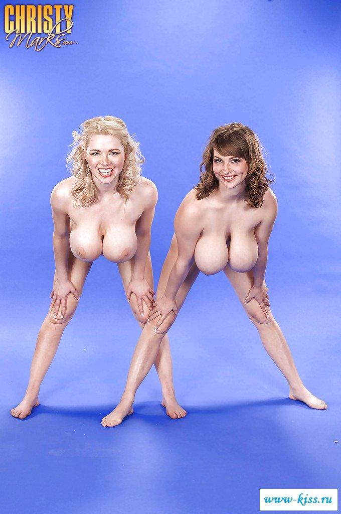 Эротические игры двух подружек-гимнасток