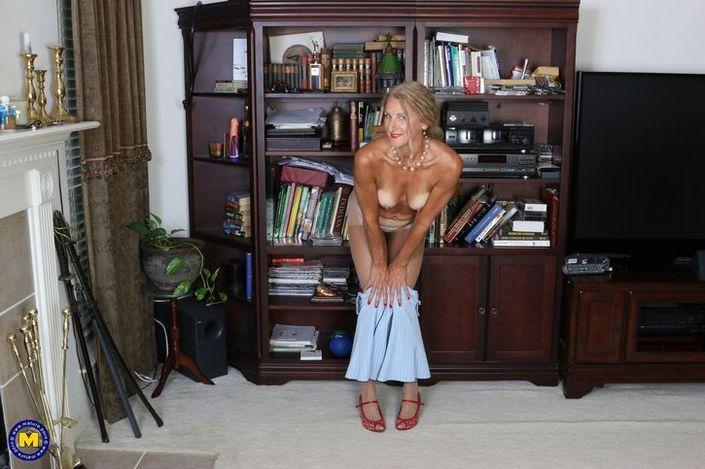 Интимные фото бабки в голом виде и с распахнутыми ногами