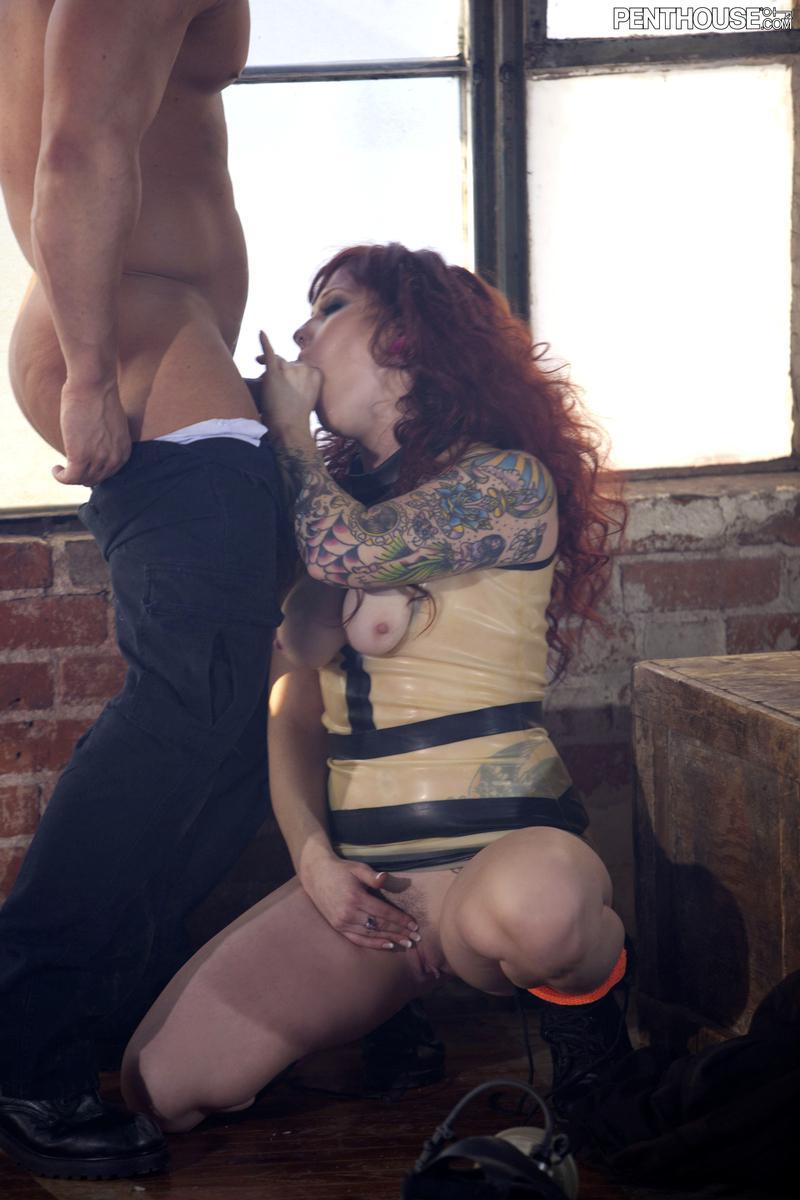 Татуированная милашка Misty Dawn наслаждается жестким совокуплением перед тем как покрыться пятнами спермы