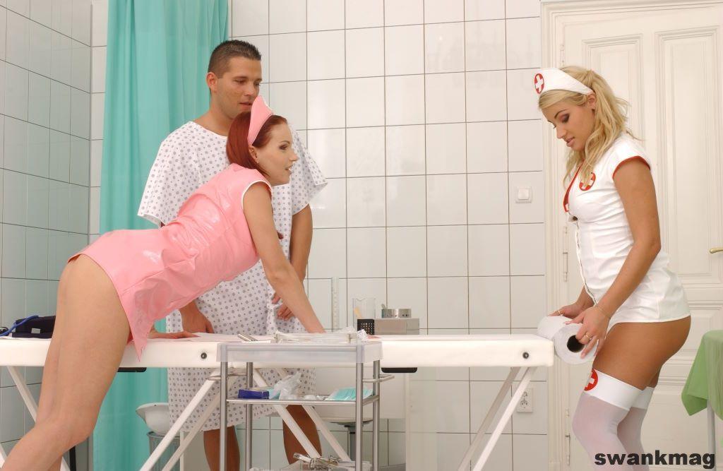 Две бисексуальные санитарки в униформе Natasha Orcanikova и Pamela делят болт