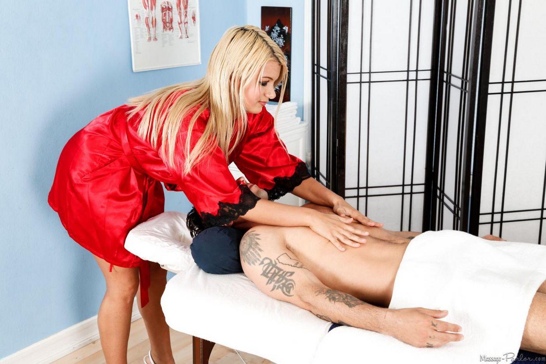 Похотливая титькастая массажистка в униформе - Laela Pryce делает минет и заставляет его кончить