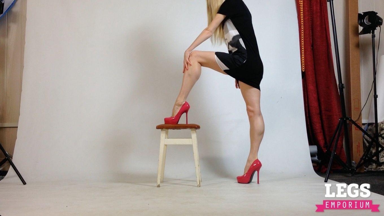 Сильные грациозные ноги Кати