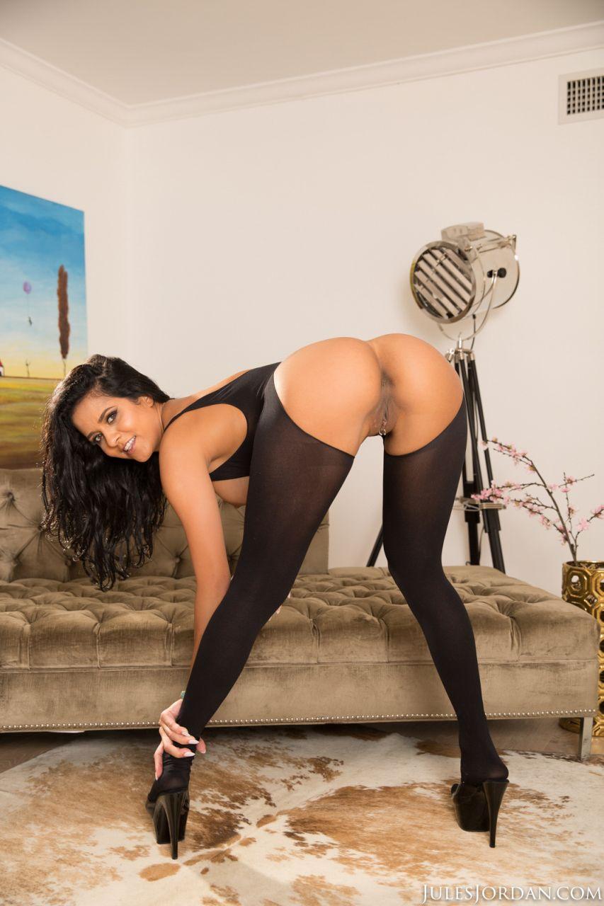 Латина порно актриса Эбби Ли Бразилия сношается в анус носить фанки чулочно-носочных изделий