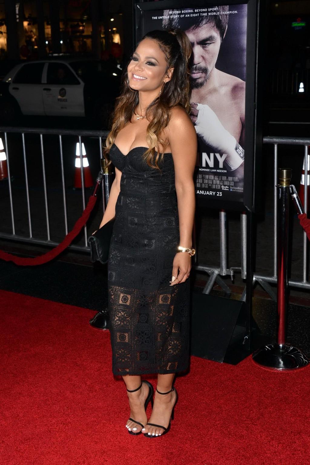 Знаменитая актриса Кристина славится своей привлекательной огромными сиськами