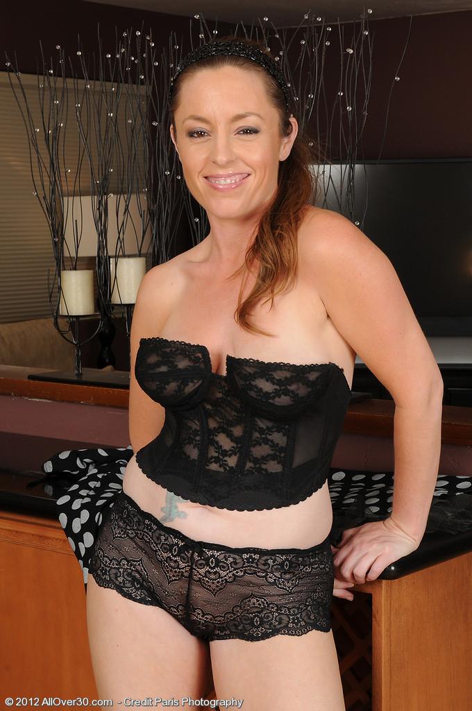 Тамара Фокс стащила платье и эротическое белье, которое было под нарядом