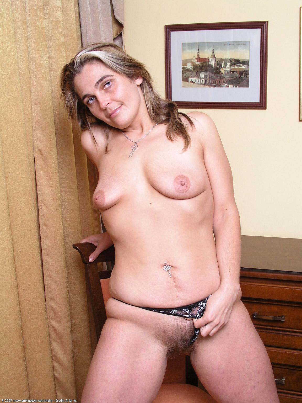 Опытная испанка Элиза демонстрирует свое голый торс